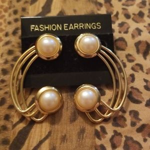Vintage gold Faux pearl fashion earrings